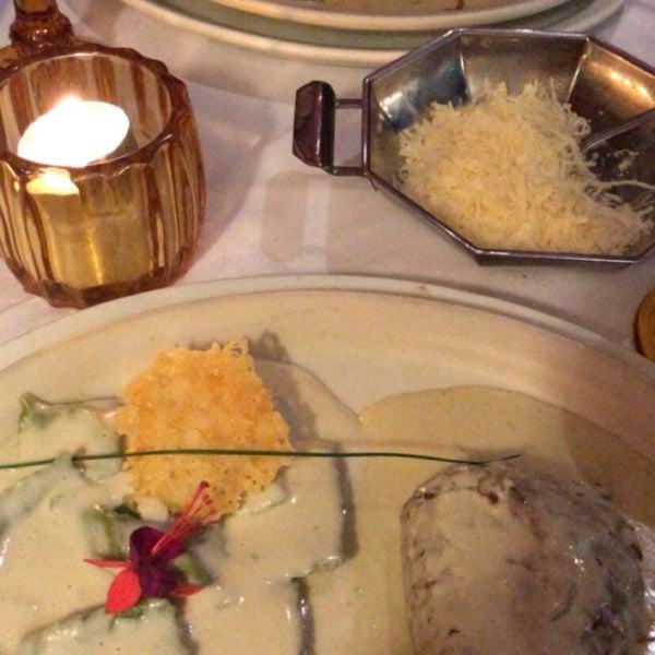 Brusqueta de Figo, filé ao molho de pimentas e o ravióli de nozes, figo e ricota foram os melhores da noite.