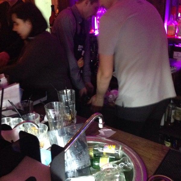 Все красиво и т.д., но, друзья, сделайте что-нибудь с баром, ребята вообще не справляются. Либо разрешите приходить со своим алкоголем))