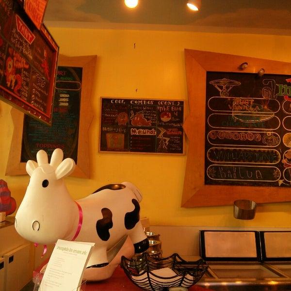 11/3/2013 tarihinde Elena O.ziyaretçi tarafından Amy's Ice Creams'de çekilen fotoğraf