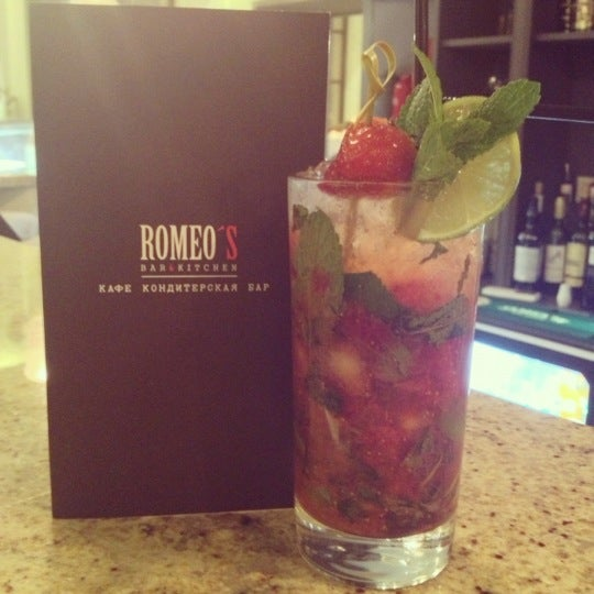 Foto tomada en Romeo's Bar & Kitchen por Ksusha L. el 12/16/2012