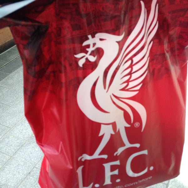 Photo taken at Liverpool FC Official Club Store by Hsin on 5/12/2014