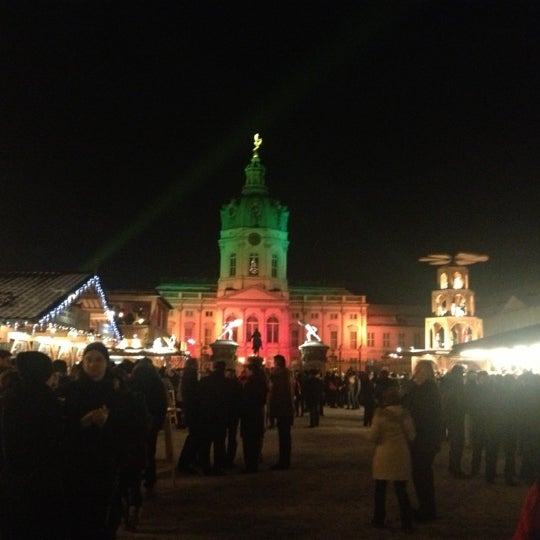 Photo taken at Weihnachtsmarkt vor dem Schloss Charlottenburg by Tina R. on 12/13/2012