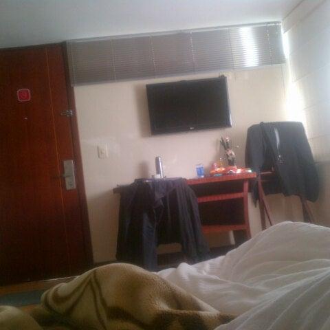 Foto tomada en Loft Hotel Pasto por Ricardo B. el 10/20/2012