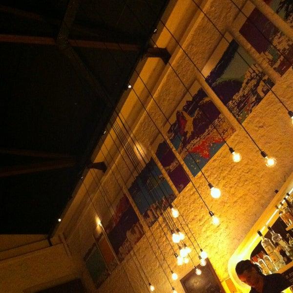 Foto tirada no(a) Meza Bar por Luis S. em 8/9/2013