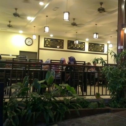 Photo taken at De Pauh Garden Restaurant & Cafe by Munet P. on 9/29/2012