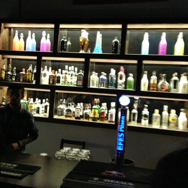 3/1/2013 tarihinde Çağdaş D.ziyaretçi tarafından Up Shot Bar'de çekilen fotoğraf