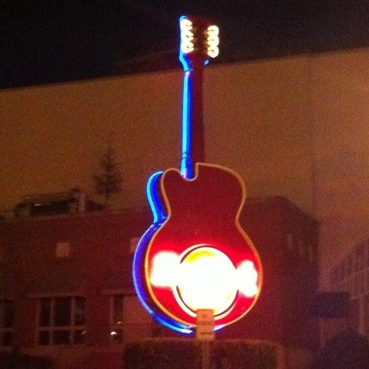 Photo taken at Hard Rock Cafe Nashville by Clint Y. on 11/10/2012