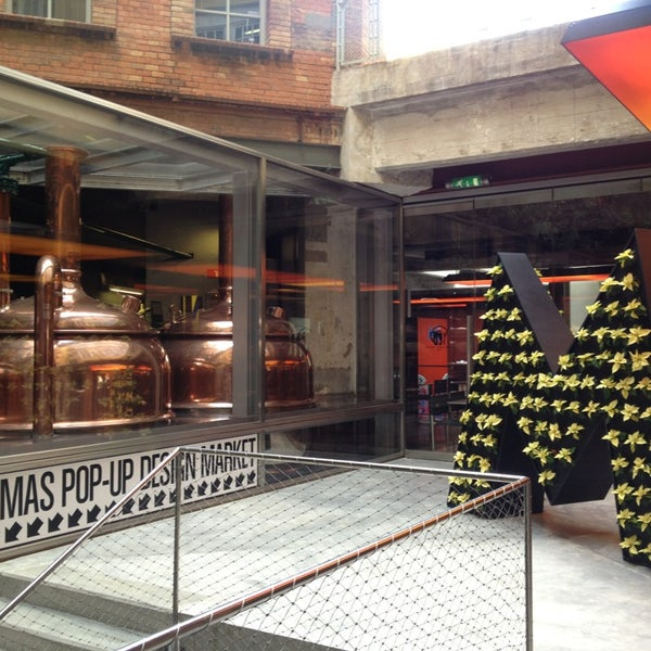 Foto tomada en Fàbrica Moritz Barcelona por Toni Z. el 12/28/2012