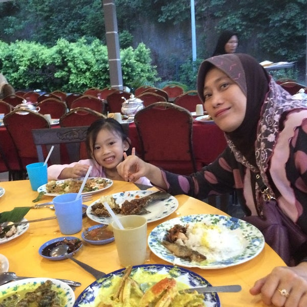 Photo taken at Restoran D'Warisan by Khairi O. on 7/10/2015