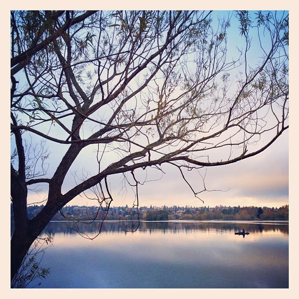 Photo taken at Green Lake Boathouse by Andry S. on 11/4/2013