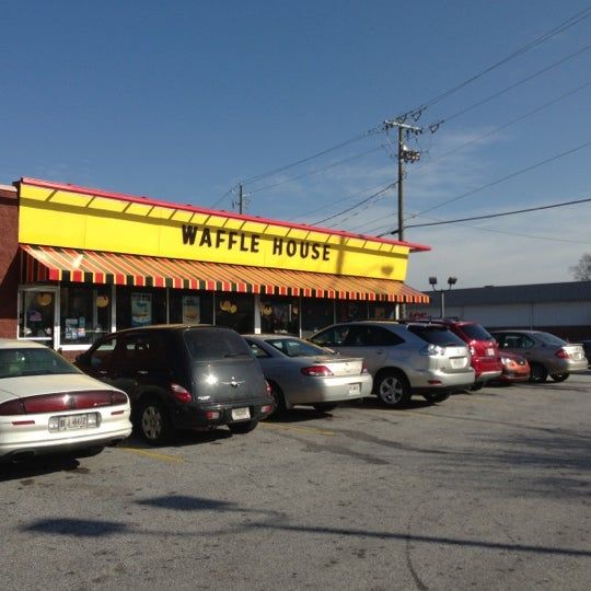 Photo taken at Waffle House by Ryan A. on 12/1/2012