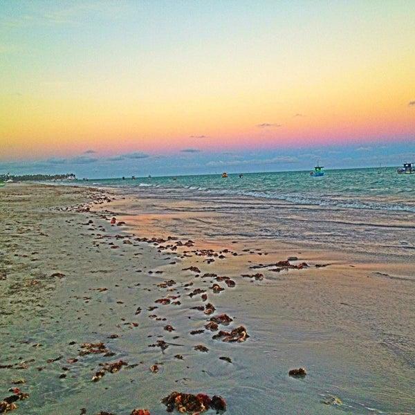 Foto tirada no(a) Praia de Paripueira por Karla S. em 4/14/2013