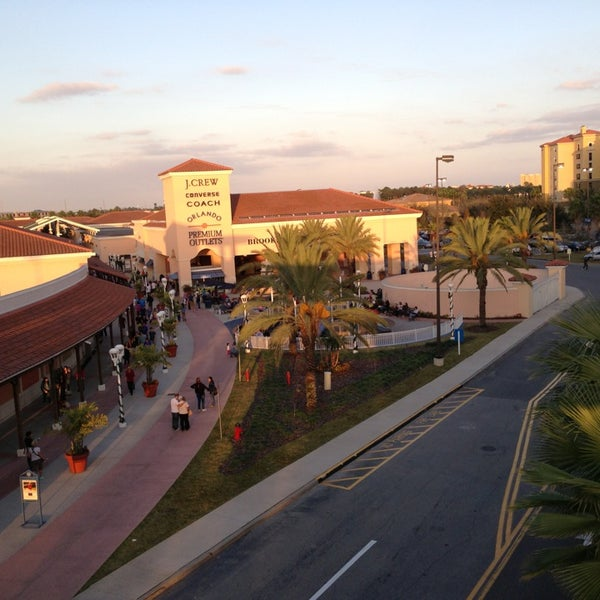 Photo taken at Orlando Vineland Premium Outlets by Gilberto . on 1/1/2013