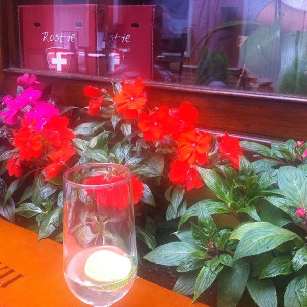 Foto tirada no(a) Rostie Restaurant por Eluisio S. em 2/10/2013