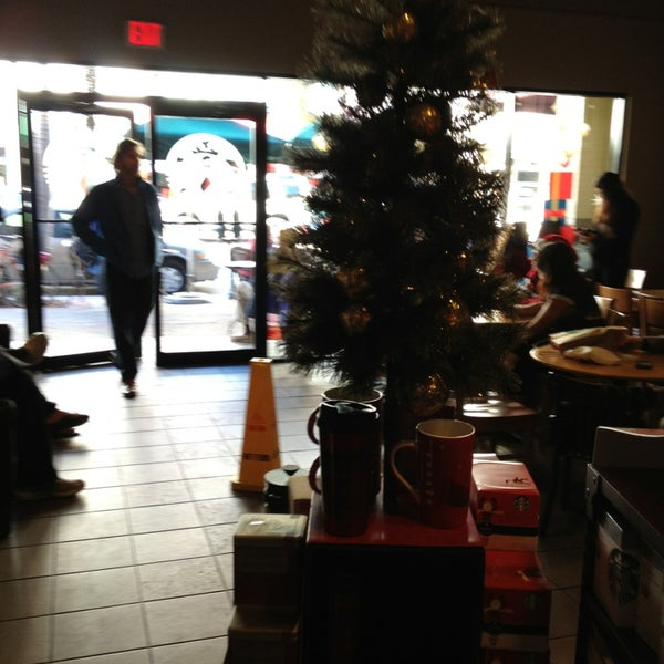 Photo taken at Starbucks by Lu A. on 12/22/2012