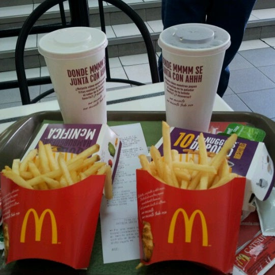Photo taken at McDonald's by PatyQueti on 11/15/2012