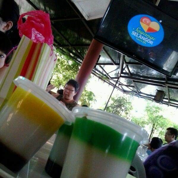 Photo taken at Restoran Sambal Hijau by khairul n. on 5/1/2013
