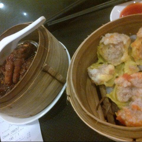Photo taken at Luk Yu Tea House 陸羽茶樓 by Puspita K. on 12/13/2012