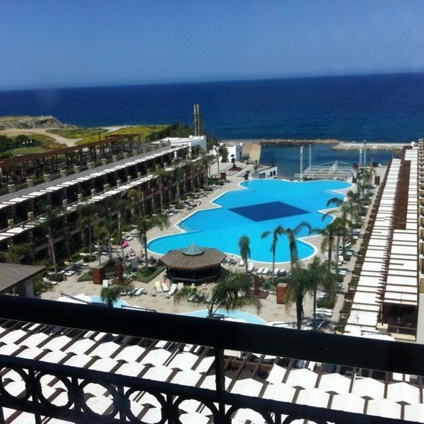 Foto scattata a Cratos Premium Hotel & Casino da Deniz T. il 4/5/2013