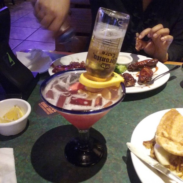 Photo taken at Smokey Bones Bar & Fire Grill by Acórea S. on 10/13/2015