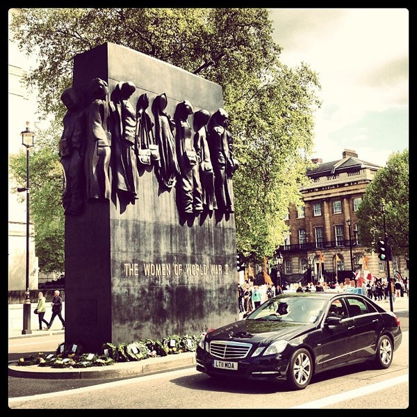 Photo taken at 10 Downing Street by DiDAN D. on 5/25/2013