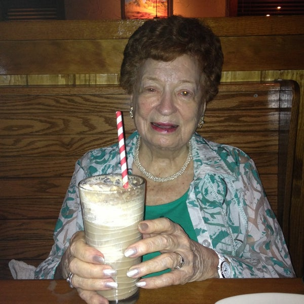 Photo taken at Outback Steakhouse by Claire W. on 9/2/2013