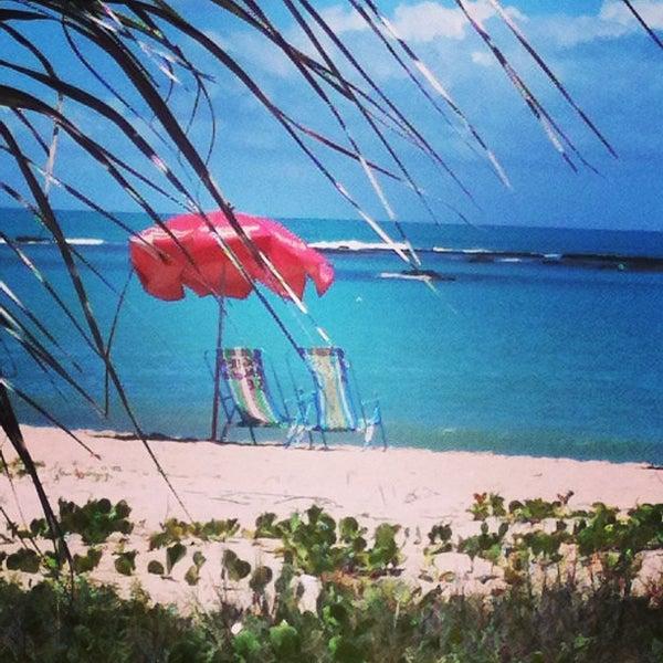 รูปภาพถ่ายที่ Praia de Guaxuma โดย Vanildo O. เมื่อ 2/16/2013