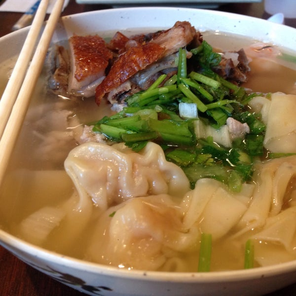 Photo taken at Teo Chow Noodle Shack by Raymond Y. on 8/8/2015