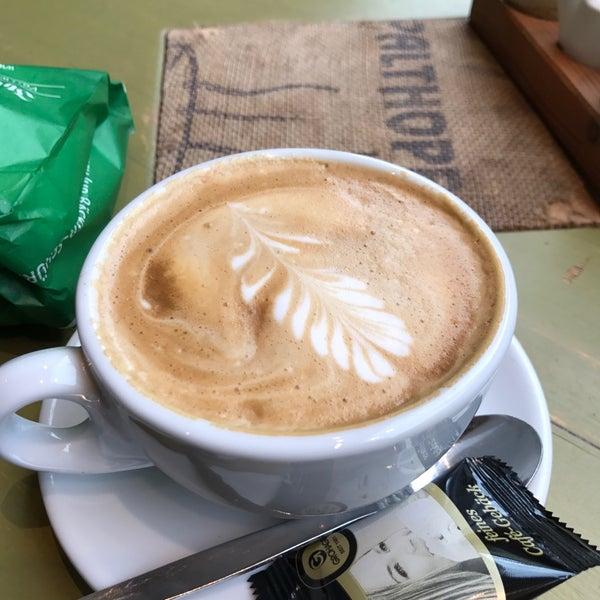 Das Foto wurde bei Die Kaffee Privatrösterei von Carmen H. am 2/6/2017 aufgenommen
