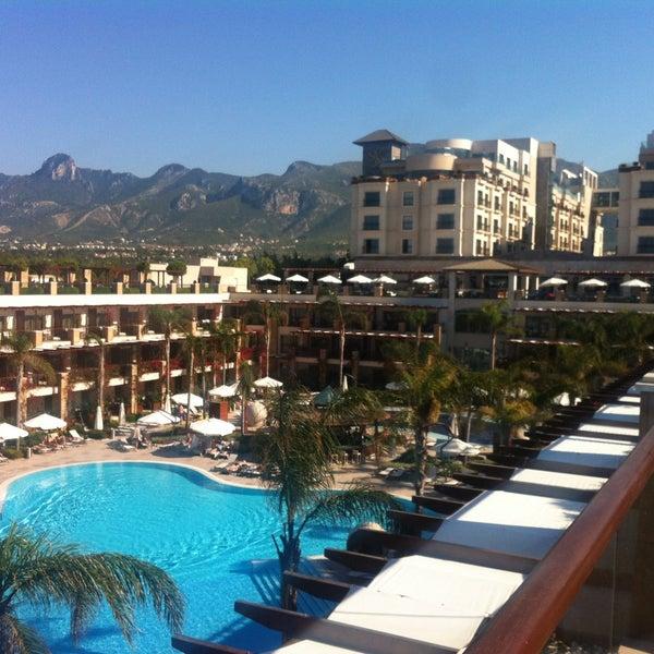 รูปภาพถ่ายที่ Cratos Premium Hotel & Casino โดย Barış Ş. เมื่อ 4/26/2013