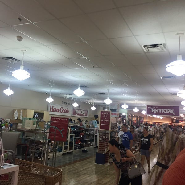 Homegoods macarthur park at las colinas 3 tips for Furniture stores in irving tx