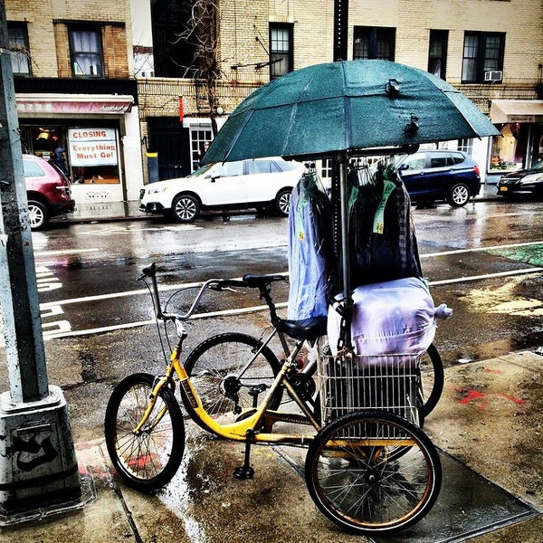 Снимок сделан в Goorin Bros. Hat Shop - West Village пользователем Ru C. 3/19/2015