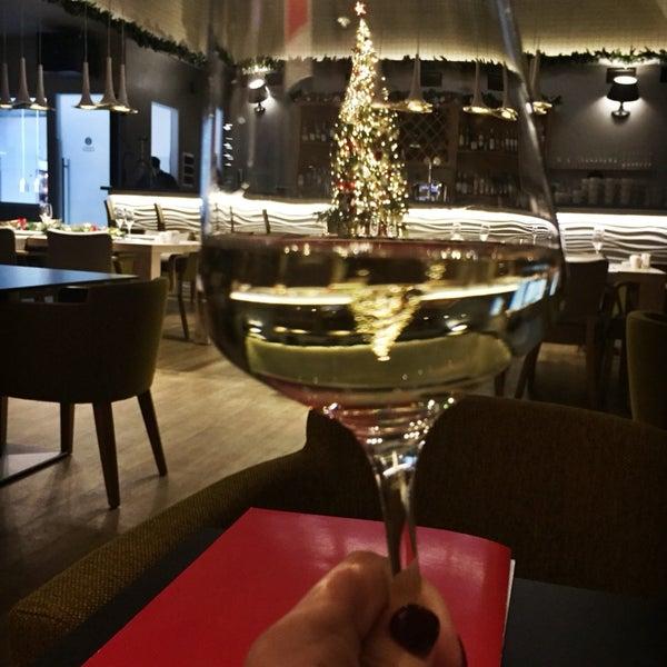 Кажется, мы тут уже живём))) вино- супер! Ребята официанты стараются как ни в одном месте в городе!