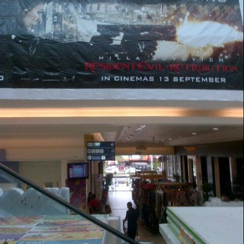 Photo taken at Big Cinemas by al Fai h. on 9/15/2012