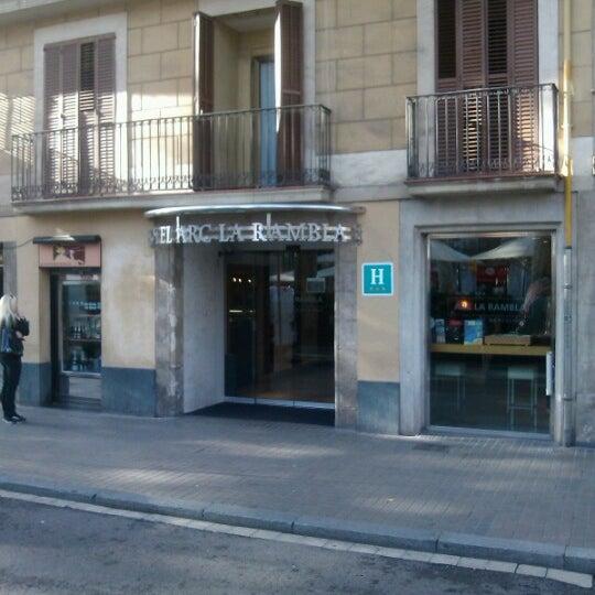 Foto tomada en Hotel Arc La Rambla por Simon H. el 11/23/2012