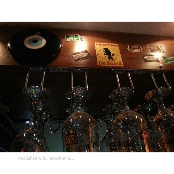 รูปภาพถ่ายที่ Bar-ish โดย Han M. เมื่อ 3/23/2013