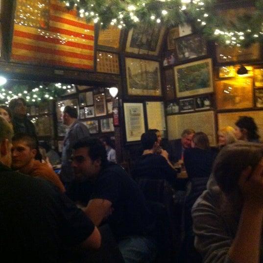 Photo prise au McSorley's Old Ale House par Judy K. le1/8/2013