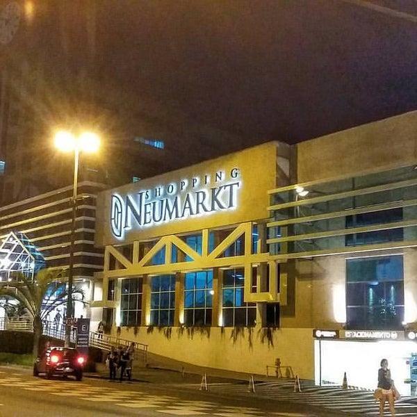 Foto tirada no(a) Shopping Neumarkt por Julio Cesar S. em 2/20/2016