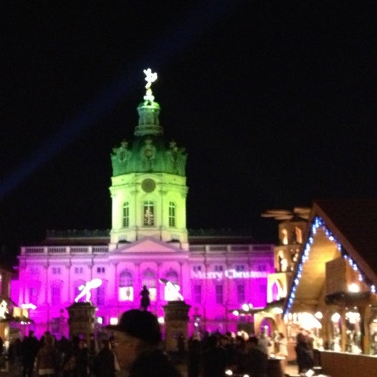 Photo taken at Weihnachtsmarkt vor dem Schloss Charlottenburg by Paul F. on 11/27/2012