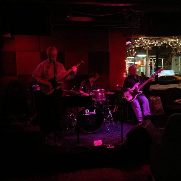 Photo taken at The Red Lion by Giuliano L. on 12/29/2012