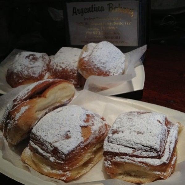 1/27/2013 tarihinde Tim L.ziyaretçi tarafından Argentina Bakery'de çekilen fotoğraf