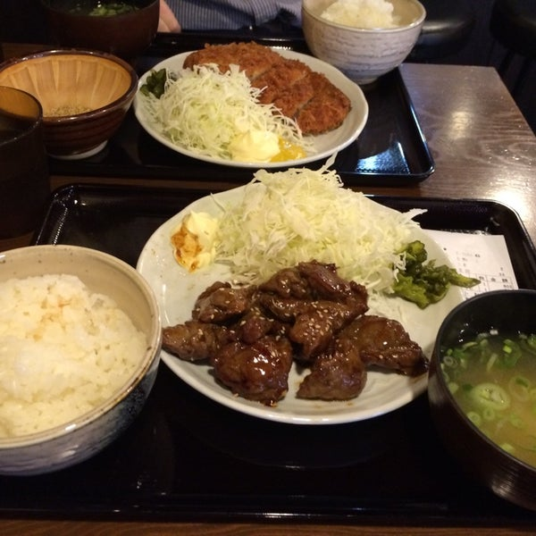 Photo taken at 日本橋 紅とん 池袋ビックリガード店 by the510 on 10/10/2014