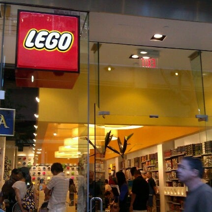 The LEGO Store - Toy / Game Store in Ala Moana - Kakaako
