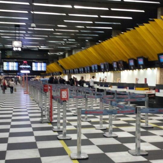 Снимок сделан в Международный аэропорт Конгоньяс/Сан-Паулу (CGH) пользователем Flávio José D. 10/18/2013