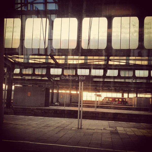 Photo taken at Duisburg Hauptbahnhof by Jens A. on 3/27/2013