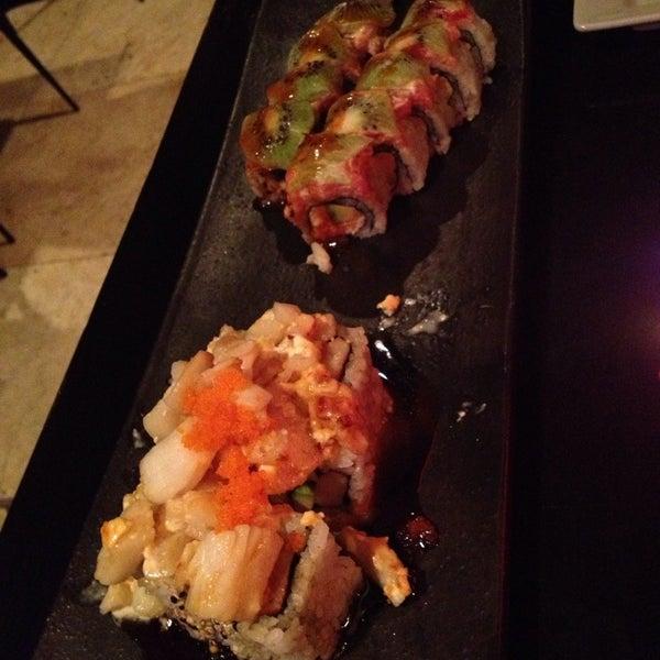 Foto tomada en Red Koi Thai & Sushi Lounge por Karen T. el 6/4/2013