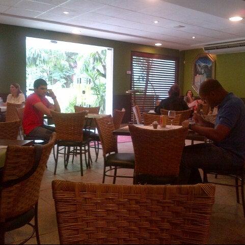 Foto tirada no(a) Limone Restaurante e Café por VB em 5/22/2013