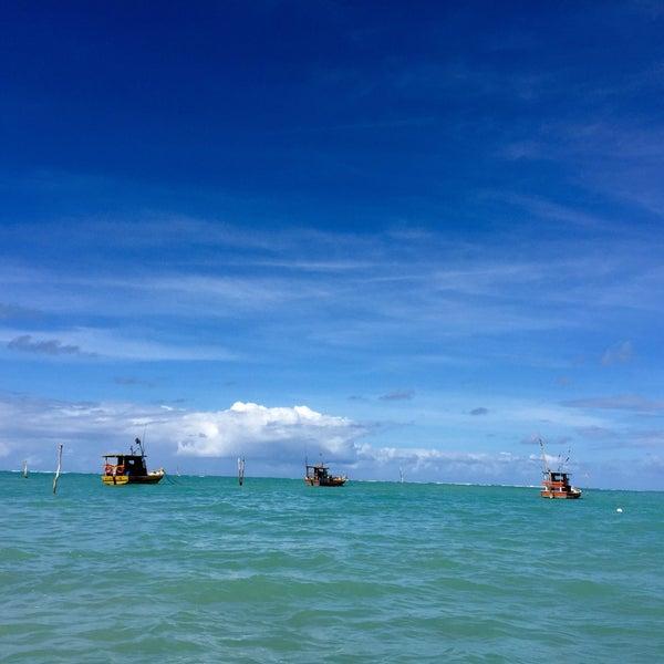 Foto tirada no(a) Praia de São Miguel dos Milagres por Eriane A. em 5/18/2015
