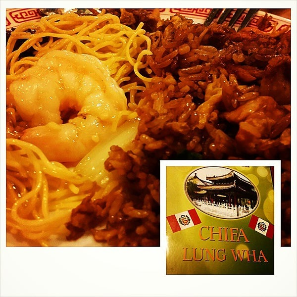 Photo taken at Chifa Du Kang Chinese Peruvian Restaurant by Fer A. on 10/18/2014