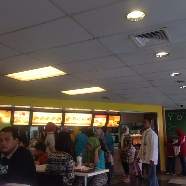 Photo taken at McDonald's by Andrie W. on 7/29/2014
